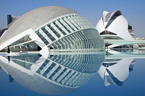 Valencia ist eindrücklich: Die Ciudad de las Artes y de las Ciencias vom Architekten Santiago Calatrava.