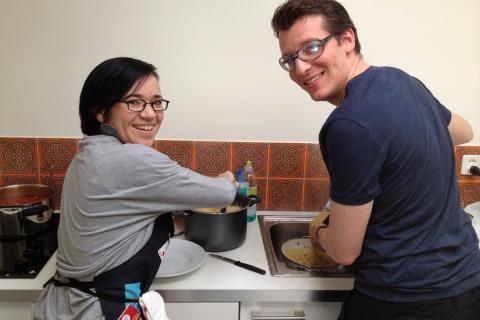 Ran an die Töpfe: Unsere Mitarbeiter kochen hin und wieder für das ganze Team.