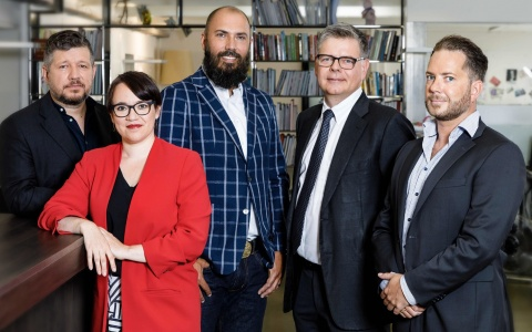 v.l. Marco Rosenberg (cab web services), Simone Fluri, Tommy Schilling (Creative Direction), Michael Gerber (CEO), Remo Brunner (nueva)