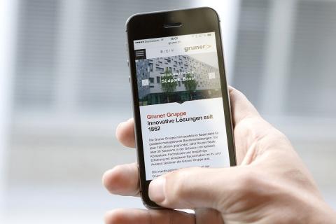 Mit Vortritt unterwegs: Die Website lässt sich auch auf mobilen Endgeräten gut bedienen.