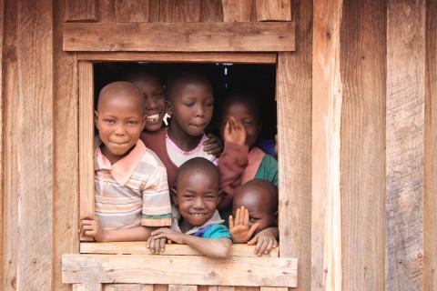 Zufriedene Gesichter: Die Kinder von Loitokitok haben ihr eigenes Schulhaus.
