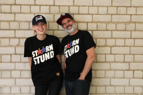 Style und Stars: Unsere Shirts und Caps im Stärnstund-Design.