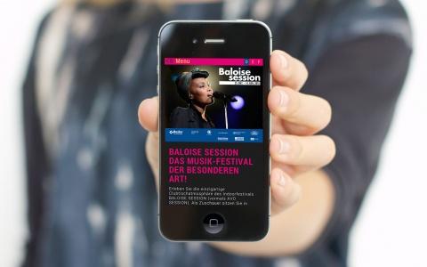Music on the go: Wer unterwegs die Website checken möchte, findet sich mit einem Smartphone schnell und einfach darauf zurecht.